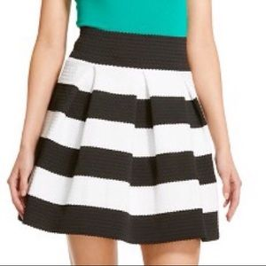 Dresses & Skirts - 🆕Black/White Striped Pleated & Textured Skirt~XXL